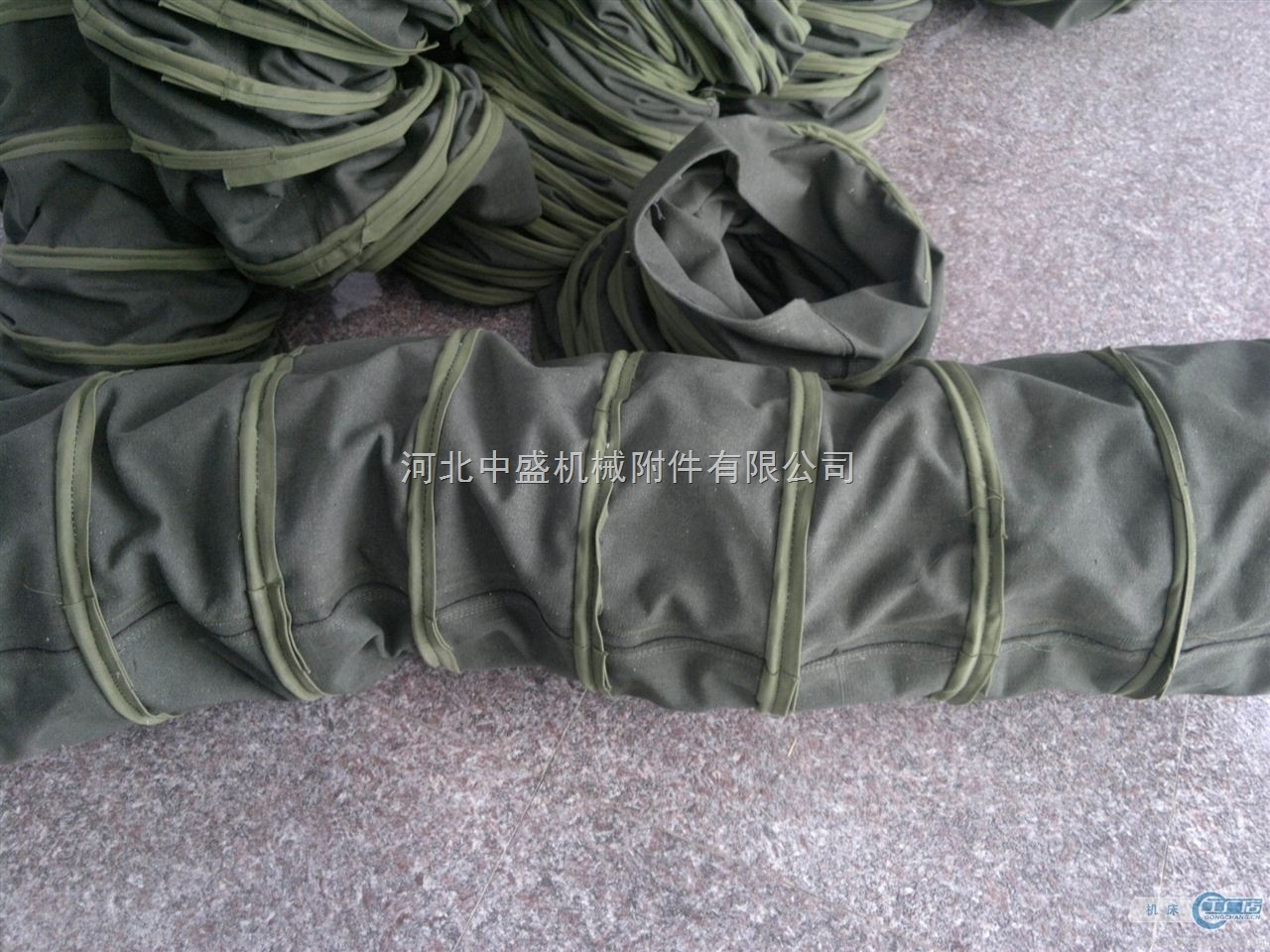 大量供应吊环式帆布伸缩布袋厂家